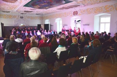eroeffnung_musik_publikum_ehrengaeste_web